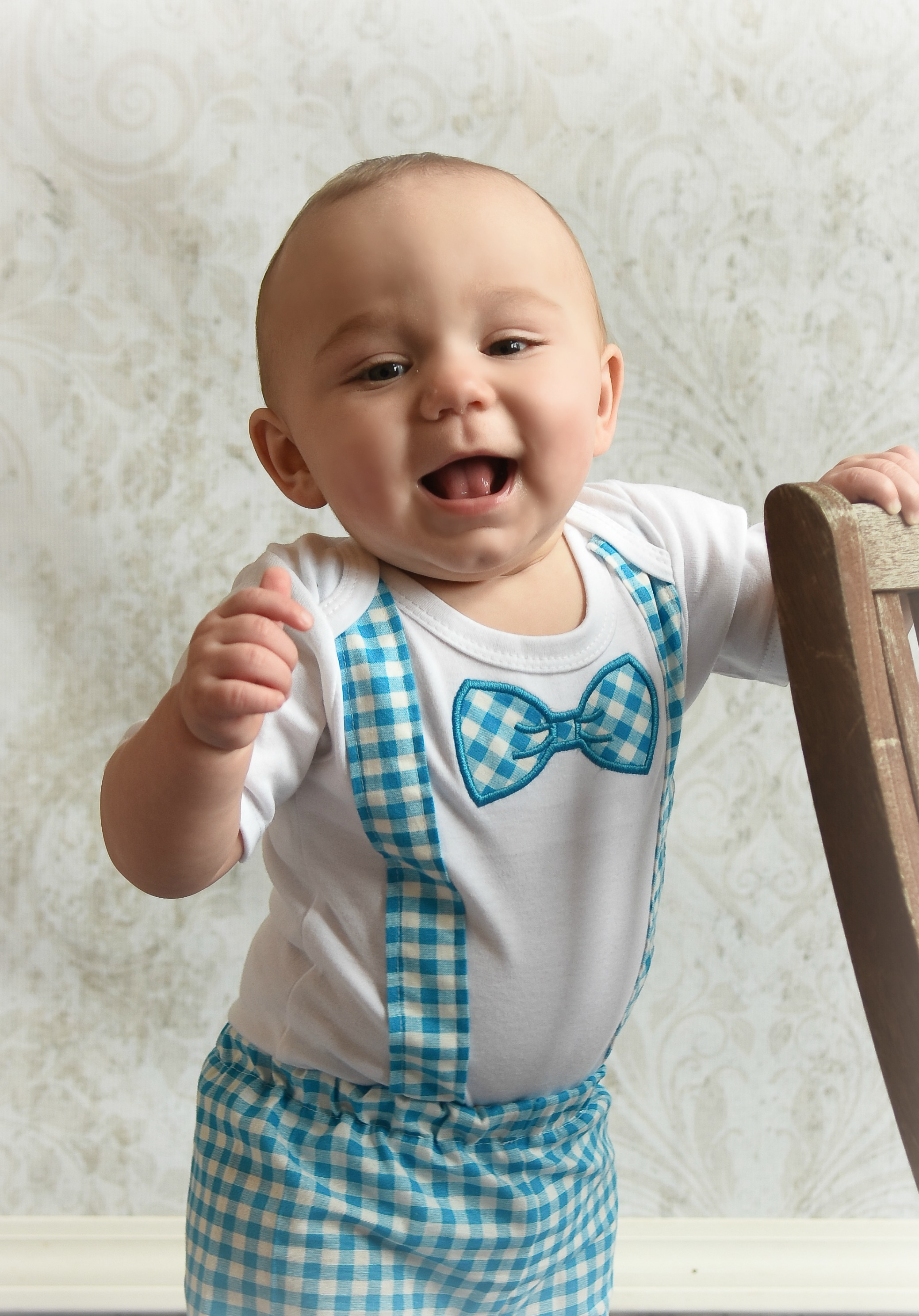 Aside from several different colors, we also offer formal outfits with suspenders as well as some with a vest. When it comes to outfit sizing all of our knickers come in infant and toddler sizes while most of the knicker sets include boys sizes 6M to a boys' size 8.
